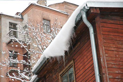 Pudotamme jään ja lumet katolta koko pääkapunkiseudulla